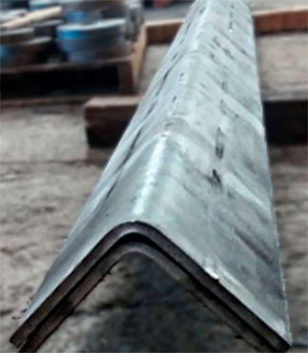 Corte e dobra de aço